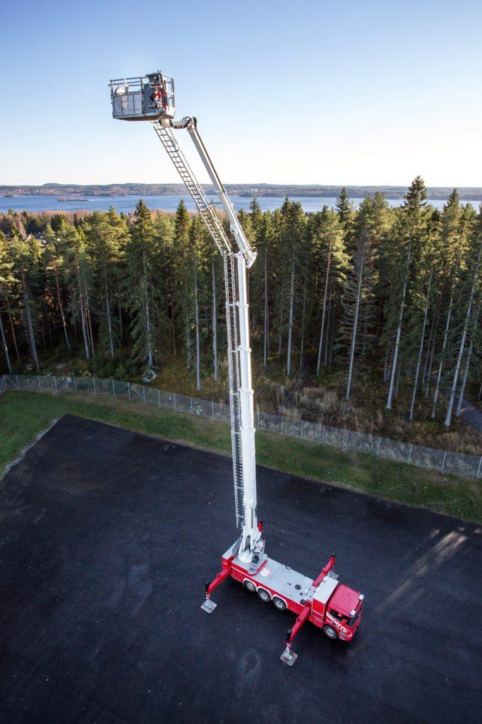 Bronto Skylift F60XR at height