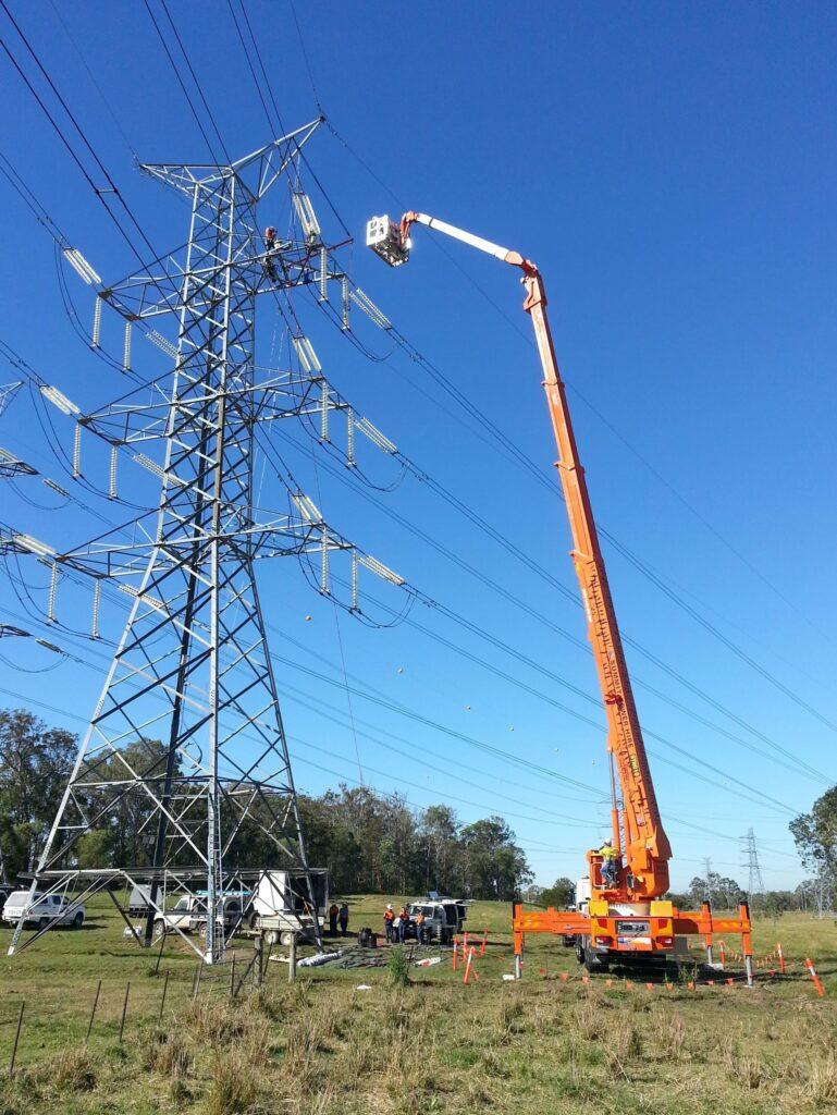 SI169HDT C STH Australia 56456 LiveLineAction 2014