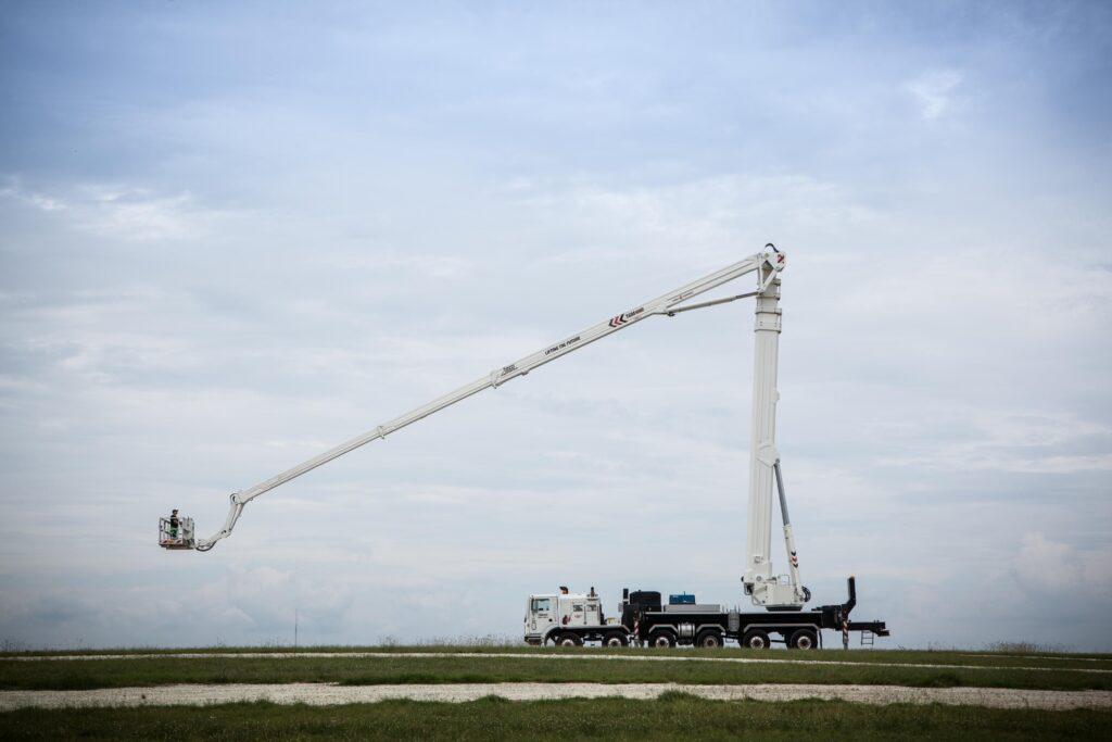 Kardie's Bronto S295HLA truck-mounted aerial platform