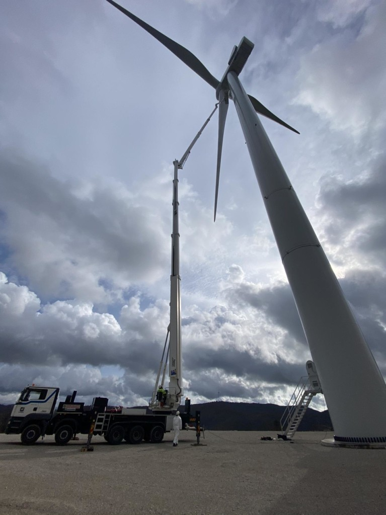 S90HLA aerial work platform in windfarm