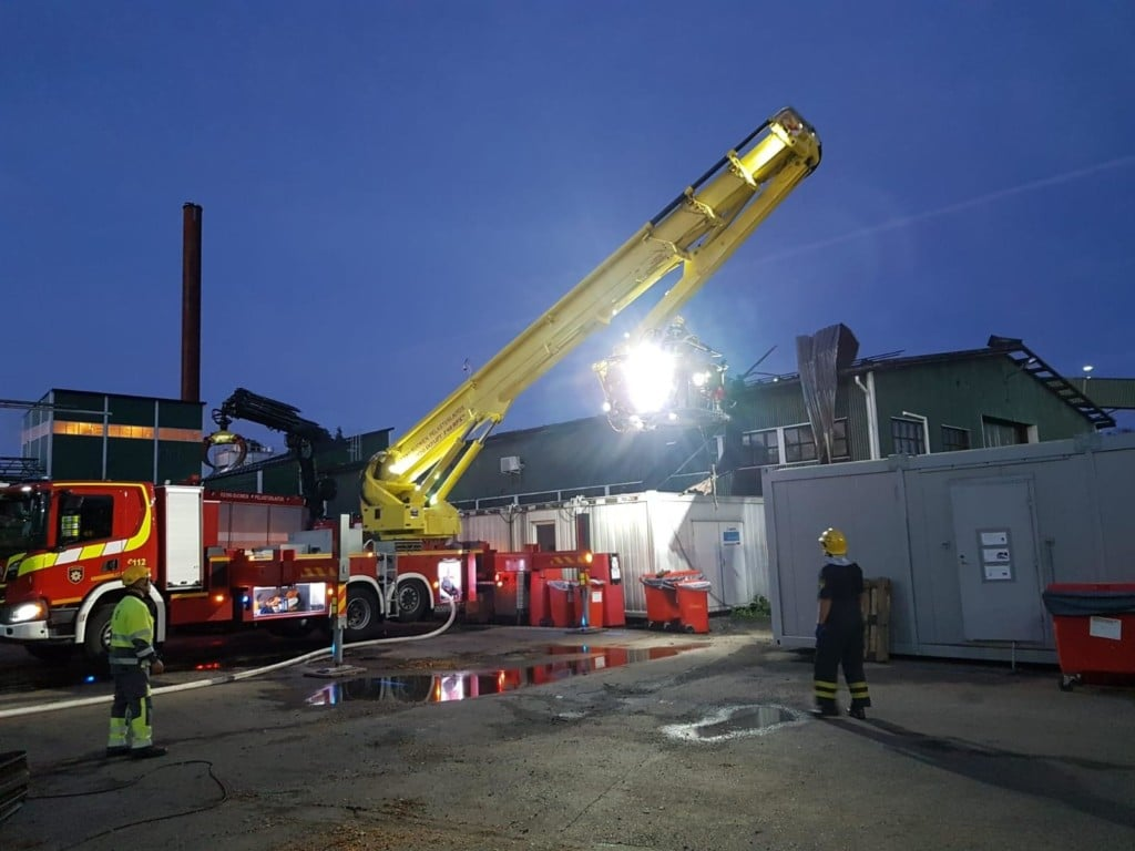 Bronto F46RPXER Aerial platform in fire fightning mission