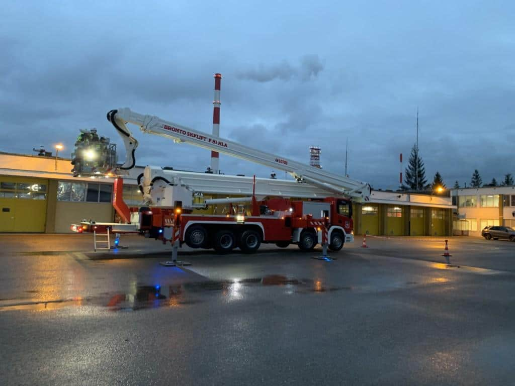 F81HLA aerial platform for firefighting at Lotos refinery