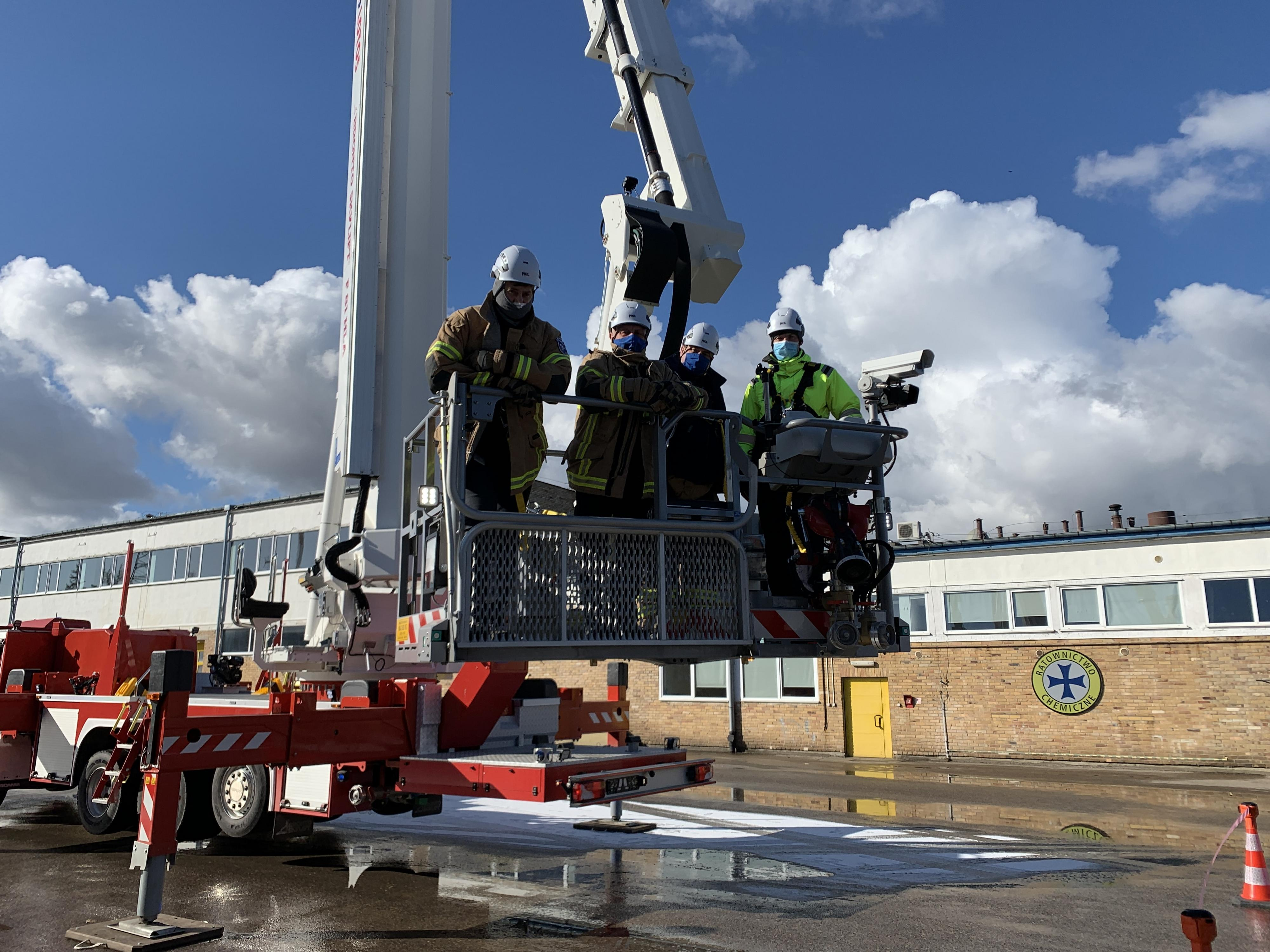 Bronto aerial platform operators being trained at Lotos refinery